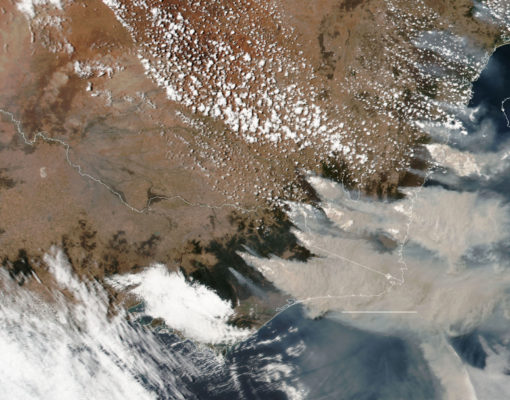 A satellite image of southeastern Australia shows smoke from many fires. Source: Maxar Technologies, via NASA Suomi-NPP satellite.